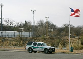 Eagle Pass, TX border crossing photo