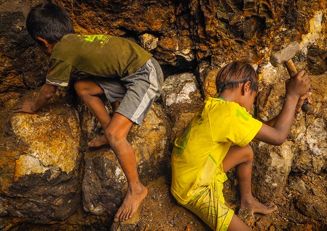 Mercury gold 020 - Indonesia child miners photo