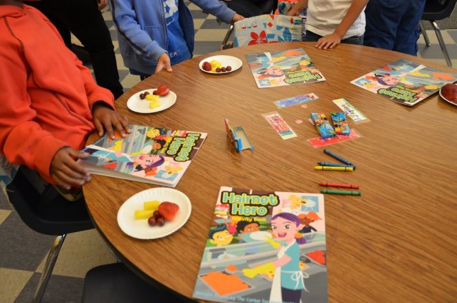 Hairnet Hero first-graders photo